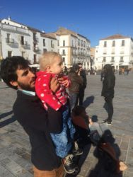 Alex et Lin baby couchsurfing, Caceres